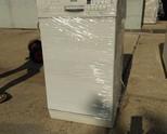 Продавам цяла бяла съдомиялна машина Bosch ,зa 9 комплекта клас А+ .ВИСОКА 85, ШИРОКА 45, ДЪЛБОКА60
