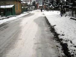 Лед скова ботевградските улици