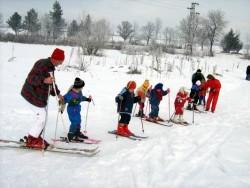 """Децата от ЦДГ """"Слънце"""" на ски училище"""