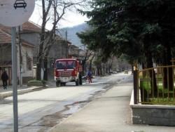 """Фирма """"Шеле"""" ще мие улиците само в града"""