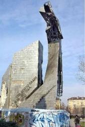Бутат паметника пред НДК