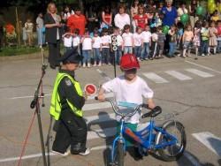 """Малчуганите от ЦДГ """"Слънце"""" демонстрираха познания по безопасност на движението"""