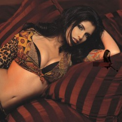 Анелия изгря чисто гола в нов клип + видео