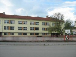 "Ремонтират седем класни стаи в училище ""Вапцаров"""