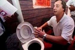 Дефектна дъска за тоалетна чиния уби човек