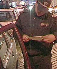 Пиян шофьор чупи с глава стъклото на патрулка