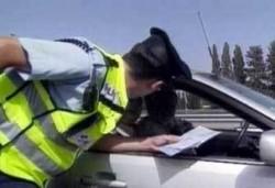 Хванаха двама да шофират в нетрезво състояние