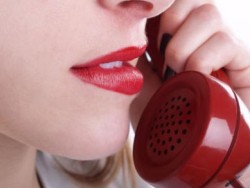 Жените губят в разговори по телефона почти 5 години