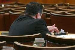 Закон раздели депутати на пушачи и непушачи