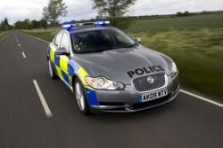 Jaguar XF Diesel S с полицейска униформа