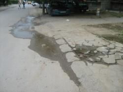 "Близо месец вода се стича по улица ""Севаст Огнян"""