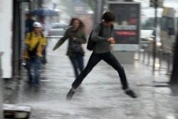 Проливен дъжд си изсипа над София