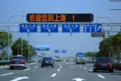 Китаец получи подкрепа да замеря коли с камъни