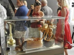 200 човека на ден посещават изложбата от подаръци на Тодор Живков в Созопол