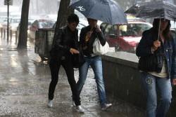Най-много дъжд се изля над София, валежите ще продължат
