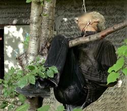 Мъж се обеси на дърво до блок в столичния Младост