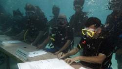 Кабинетът на Малдивите заседава под вода