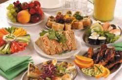 По празниците приемайте отделните ястия на интервали, съветва диетолог