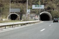 Мъж се хвърли от моста край Топли дол и загина