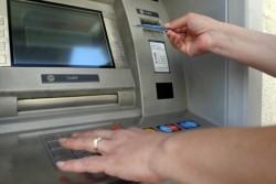 Източиха заплатите на полицаи през банкомат в КАТ