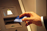"""Задържаха група, """"сканирала"""" банкоматни карти"""