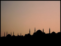 Истанбул със свой Манхатън и нов пролив