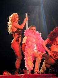 Бритни Спиърс задоволи фен със стриптийз