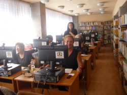 Членове на пенсионерския клуб в Скравена получиха удостоверения за завършен курс по компютърна грамотност