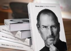 """Започнаха продажбите на книгата """"Стив Джобс"""""""