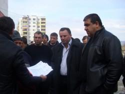 """Отново полиция, представители на ЧЕЗ и граждани пред блокове 14 и 15 в """"Север"""""""