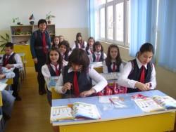 """Учениците от ОУ """"Кирил и Методий"""" – Ботевград вече с униформи"""
