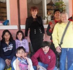 Сестрите Цветанка и Ваня от Ботевград зарадваха децата от Дома във Видраре