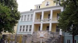 Спират часовете в две училища в София заради земетресението