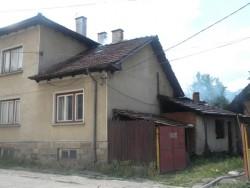 Пожар в центъра на Етрополе