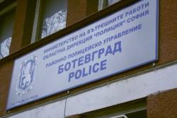 Непълнолетен извършител на грабеж задържаха ботевградски полицаи