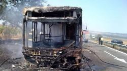 20 души бяха спасени след като автобус избухна в пламъци до Бургас (снимки)
