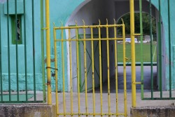 Гражданите, които искат да спортуват, нямат достъп до градския стадион