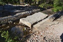 """Срутеният мост при """"Чавдар"""" все още е в коритото на Стара река"""