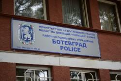 Полицаи от РУП-Ботевград извършиха проверки на заложни къщи