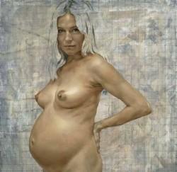 Сиена Милър бременна и гола