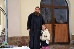 Отец Борис донесе вода от река Йордан за Богоявление