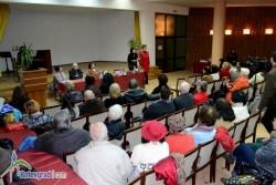 """Най-новата книга на Мария Петкова – """"Сърцето ми е селска торба"""", бе представена в малкия салон на читалището"""