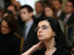 Меглена Кунева остава без армия