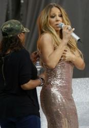 Марая Кери сцепи рокля с бюст