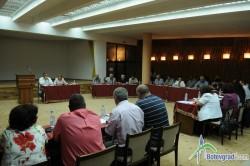 Общински съветници възроптаха срещу големия обем допълнителни докладни, внесени на днешното заседание
