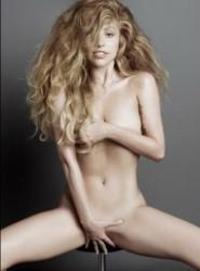 Лейди Гага се снима чисто гола с разтворени бедра (СНИМКА 18+)