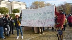 Парламентът под обсада, полицаи блъскат студенти