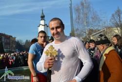 18-годишен ученик се пребори за кръста в Ботевград