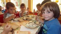 Детските градини работят, но има филтър за болни деца