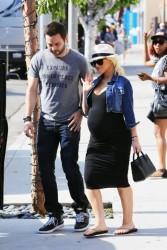 Ето я бременната Агилера